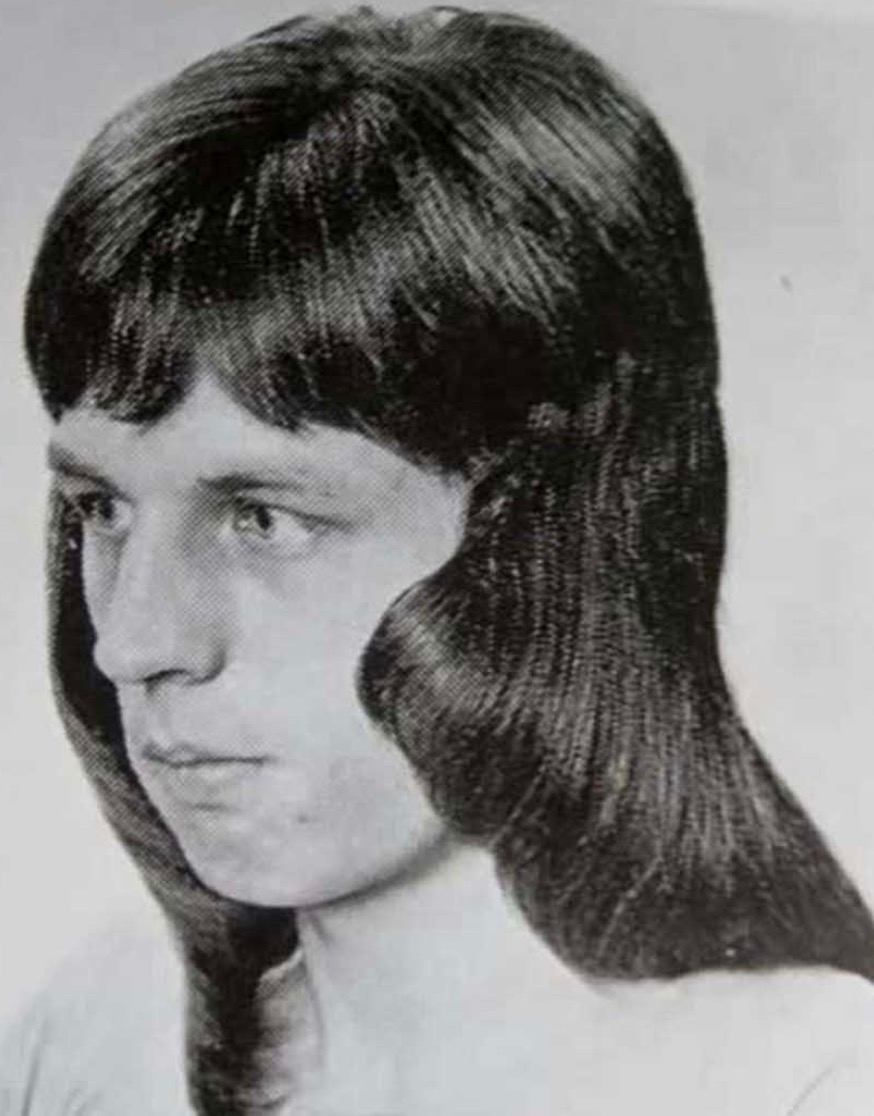 15 Men S Haircuts From The 1970 S That Deserve A Comeback 70s Haar 1970er Frisuren Disco Frisuren