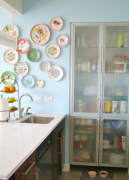 MadeByGirl: Meredith's NYC Apartment. Clever, quaint kitchen storage! Check out the decorative plates on the wall. | meredithandthenewyorkie.com