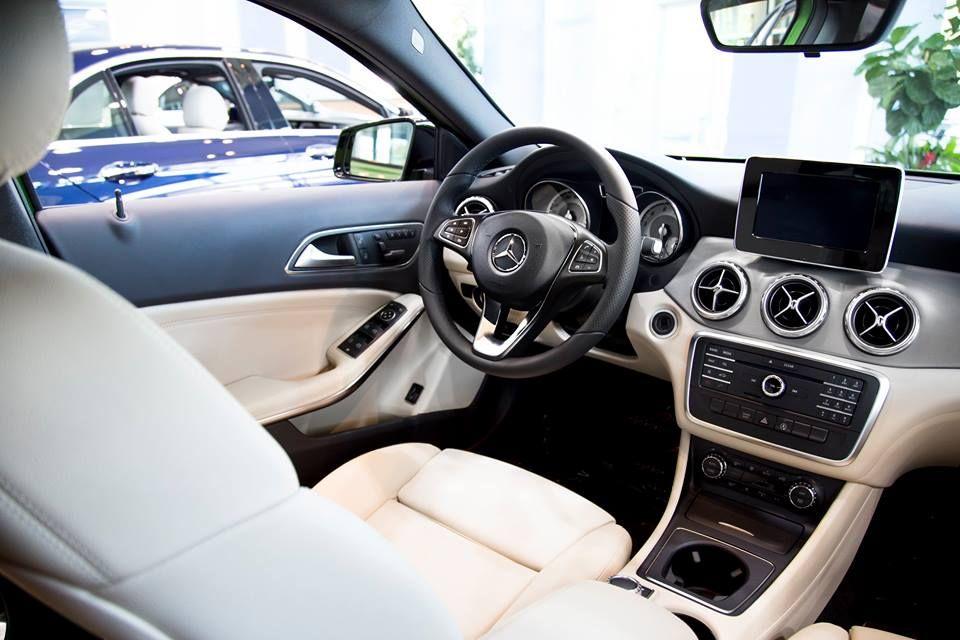 2017 Mercedes-Benz GLA 250 interior www.mblaguna.com | Mercedes-Benz ...