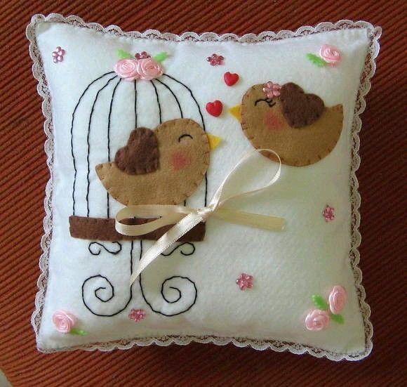 Almohada de pajaritos amor regalos bonitos pinterest - Cojines bonitos ...