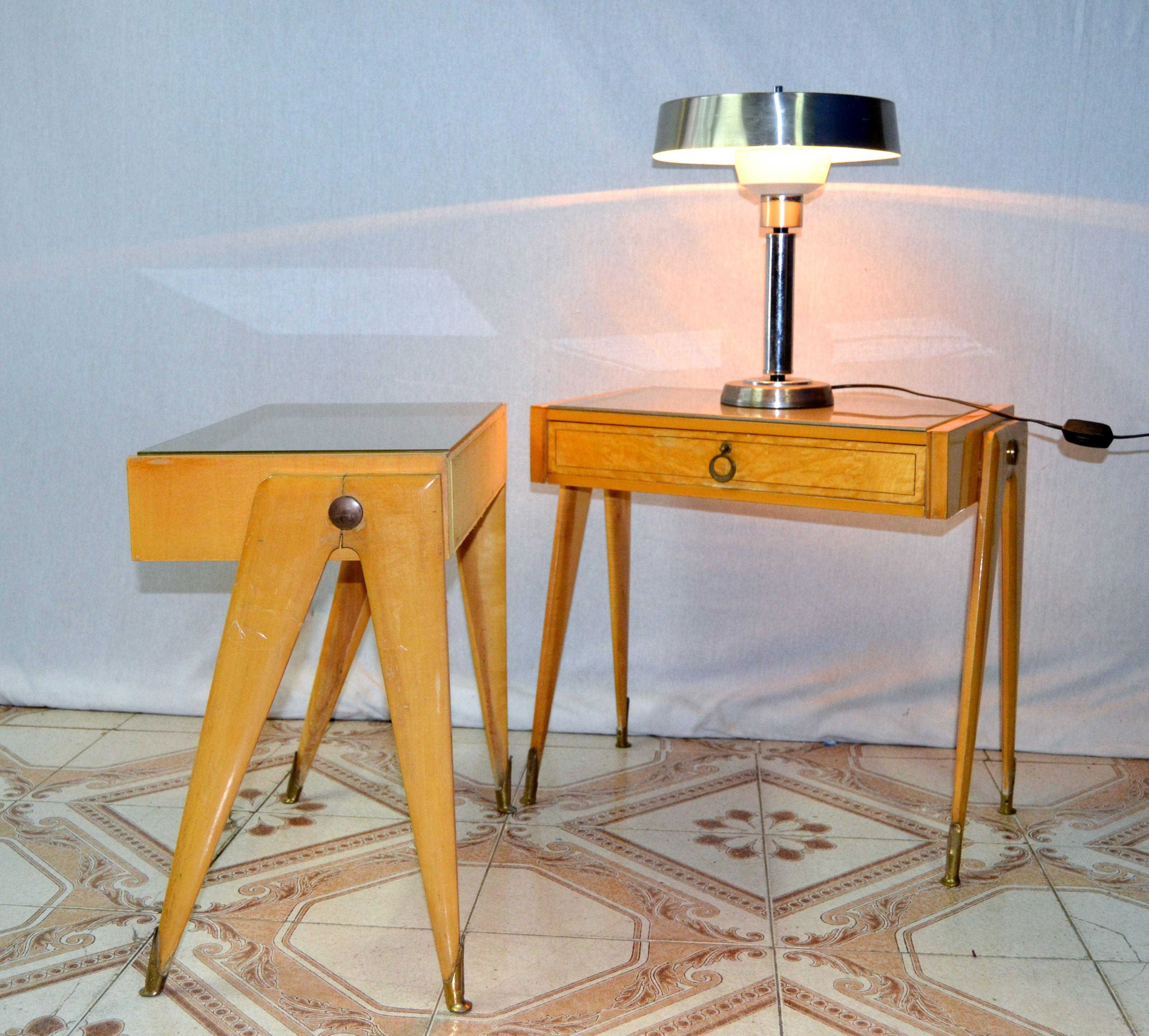comodini design anni 50 in legno di acero e scarpette in ottone ...