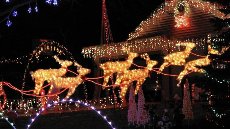 Map Holiday lights displays dazzle in Naperville
