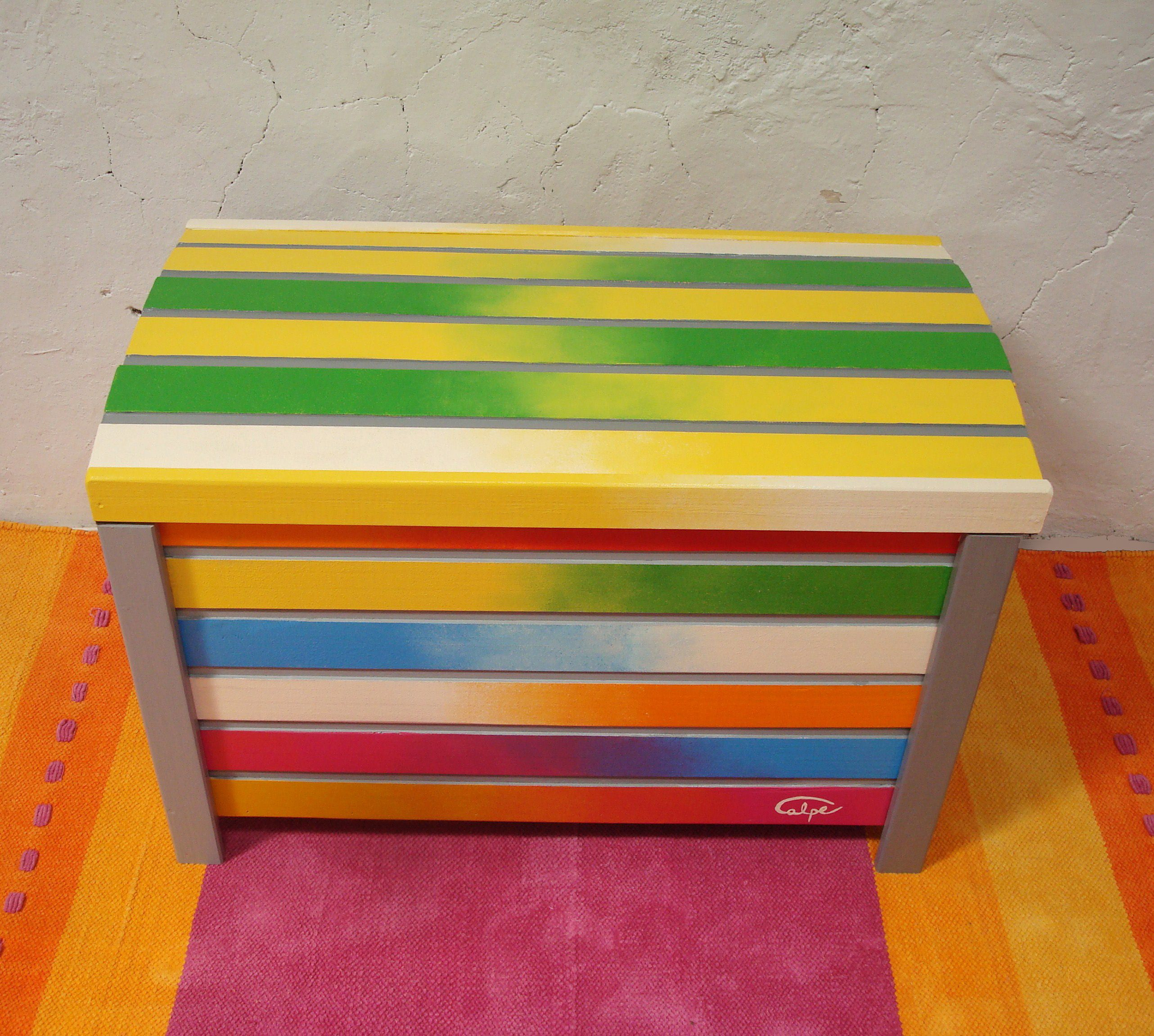 Ba l de madera de pino decorado con rallas de colores - Muebles de madera pintados a mano ...