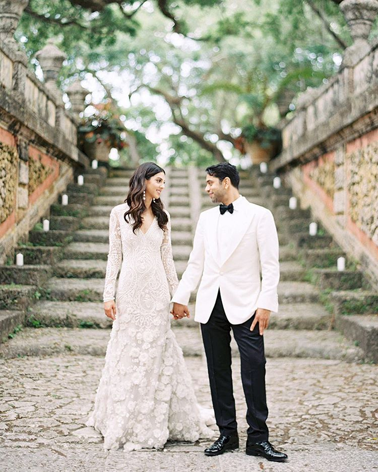 "Gianny Campos (@giannycampos) på Instagram: ""Had the honor of photographing this gorgeous and sweet couple last month in @vizcaya_museum with…"" Naeem Kahn wedding dress"