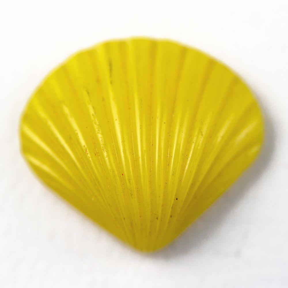 ButtonArtMuseum.com - Vintage Figural Realistic Yellow Glass Sea Shell Button