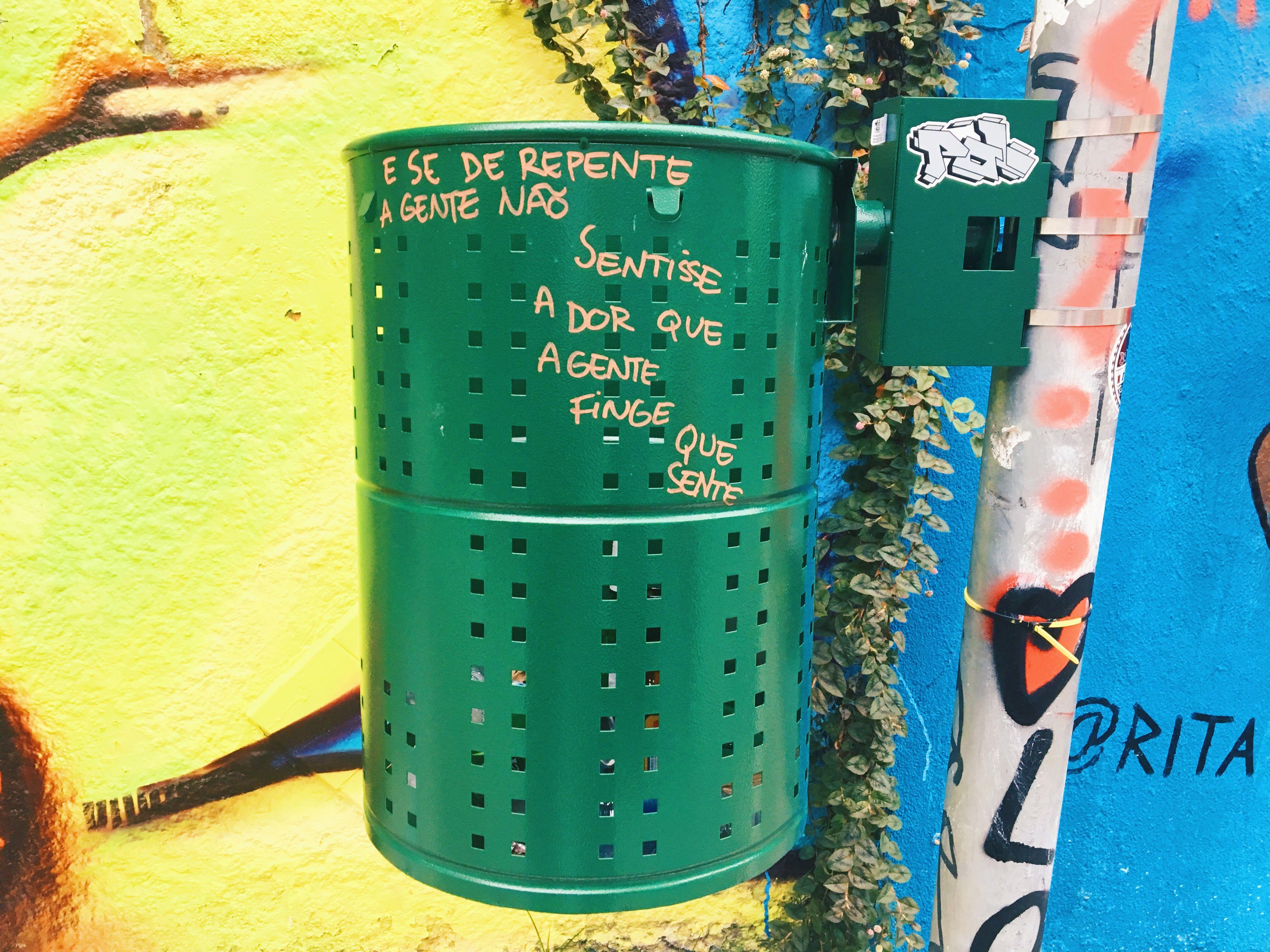 Frase Na Lata De Lixo No Beco Do Batman Em São Paulo Frase