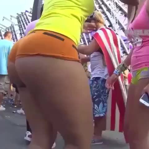 Booty Jiggling And Relaxing
