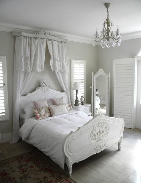 white and grey shabby chic bedroom with a crystal chandelier More - schlafzimmer im shabby chic wohnstil