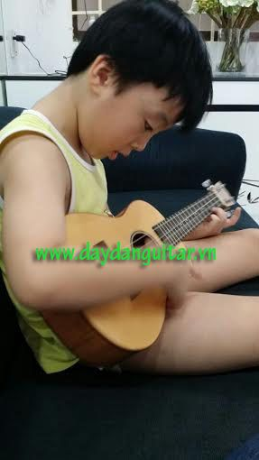 day guitar ukulele