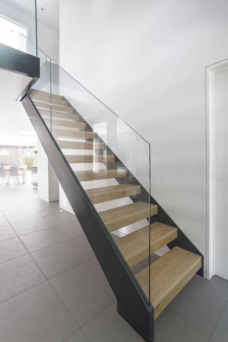 Casas minimalistas y modernas escaleras barandas de - Escaleras de casas modernas ...