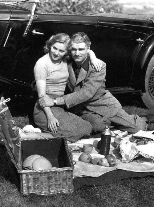 Laurence Olivier as 'Maxim' de Winter Joan Fontaine as Mrs. de Winter Rebecca (1940)