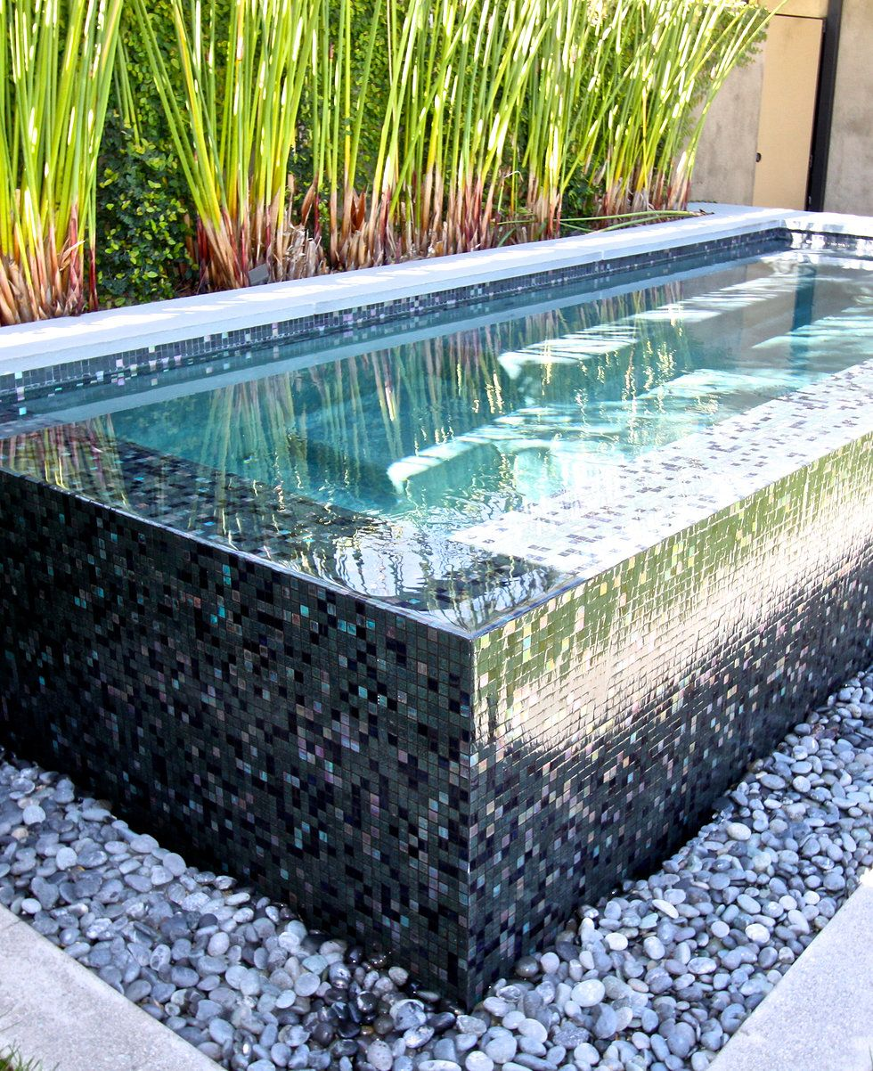Perimeter overflow spa with glass tiles montecitodesign for Overflow pool design