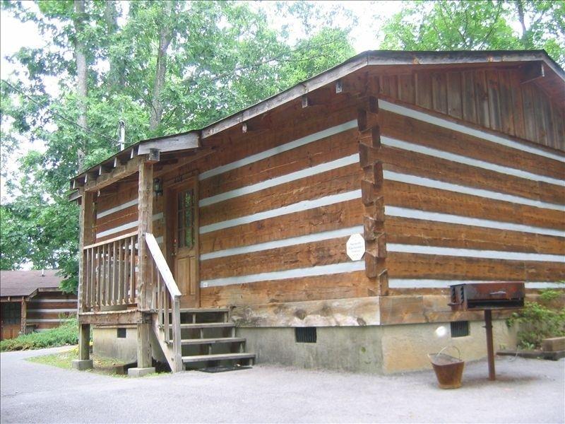 Cabin Vacation Rental In Gatlinburg From Vrbo Com Vacation Rental Travel Vrbo Cabin Vacation Cabin House Styles