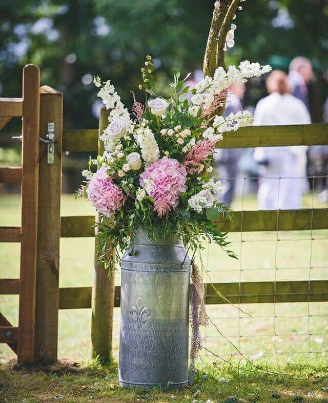 A beautiful country wedding and a wonderful photo by the talented Field Lane Photography #parsleyandsage #weddings #flowers