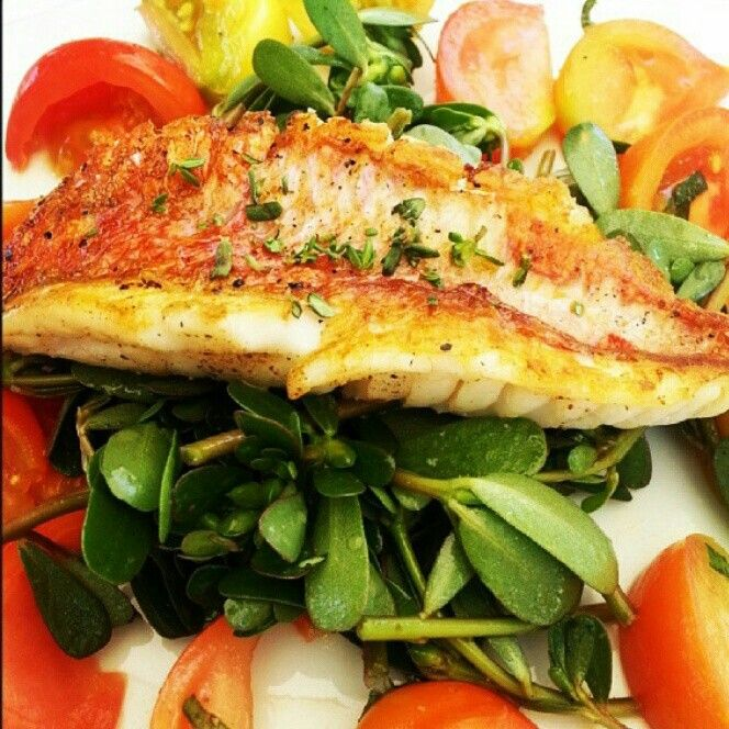 Red mullet salad with purslane and tomatoes