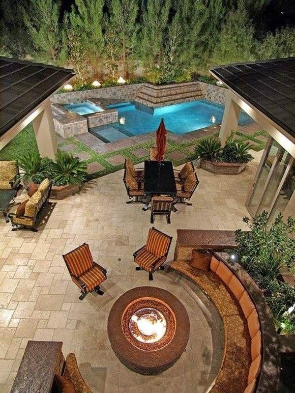 garten gestalten runde sitzecke holz außenkamin pool steinpflaster - garten anlegen mit pool