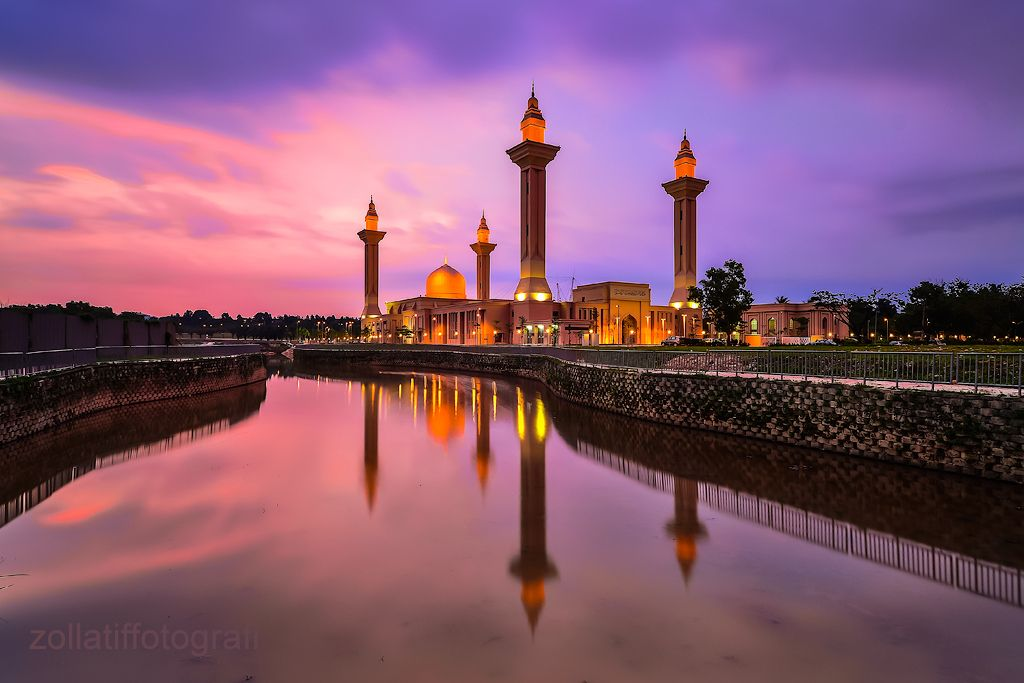 https://flic.kr/p/egdCHY | Temptation | Tengku Ampuan Jemaah Mosque, Shah Alam, Selangor.