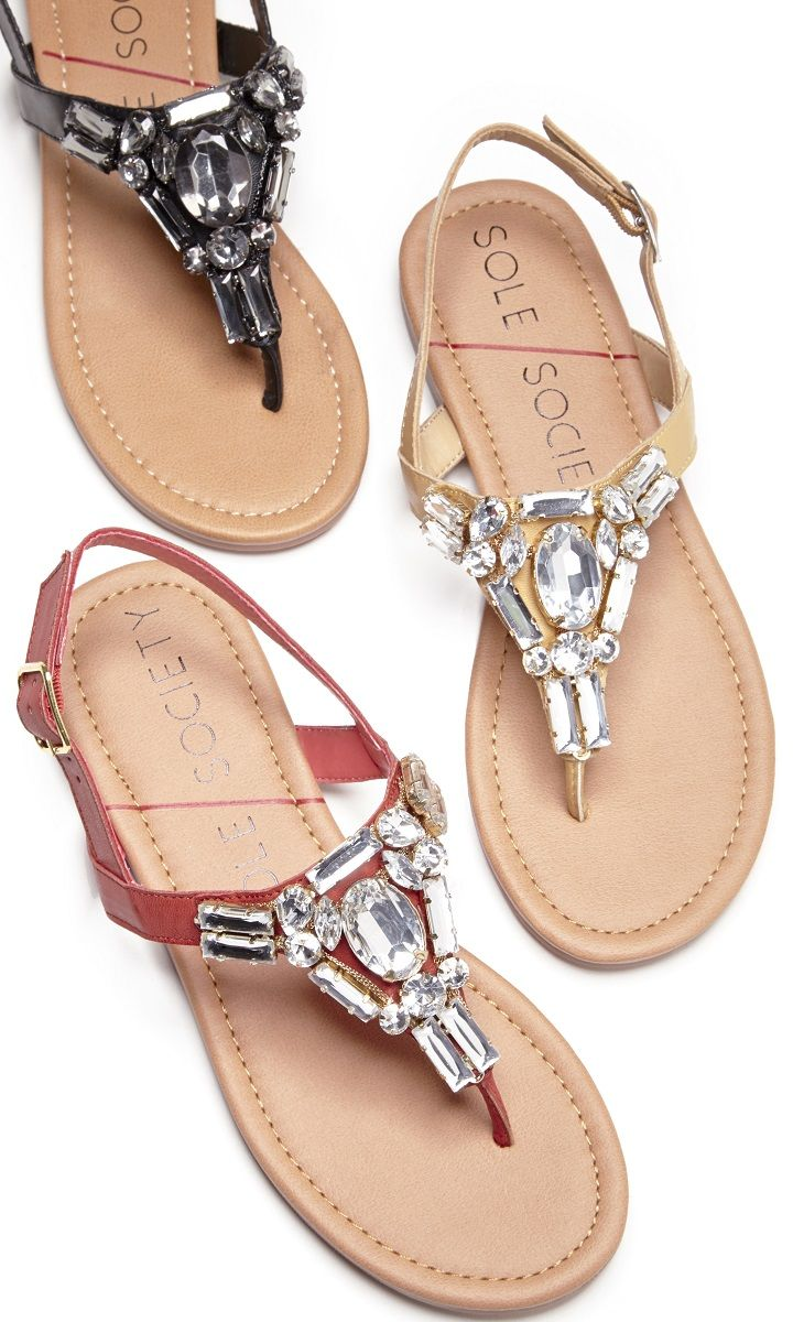 Flat sandals decorated in sparkling crystal stones along the t-straps