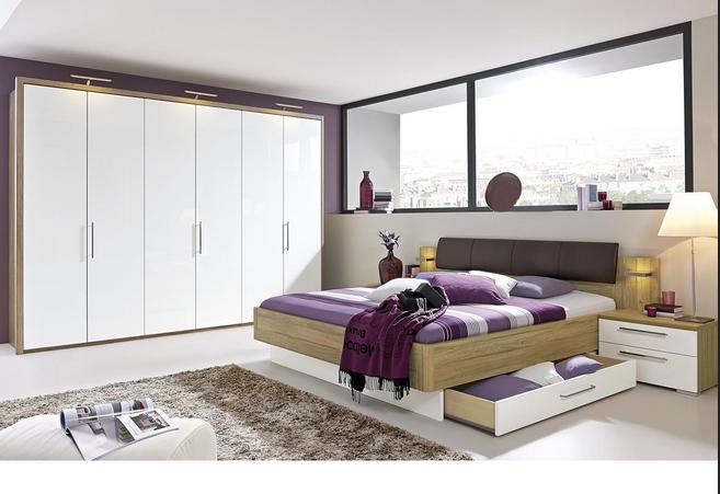 Hardeck schlafzimmer Bett mit einem breiten Glasfenster ...