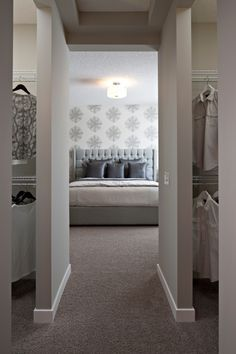 Walk Through His And Hers Closet To Bathroom Master Bedroom Layout Master Bedroom Design Home