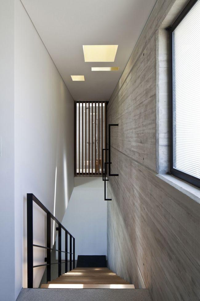 Décoration intérieure en béton brut, acier et bois | Architecture