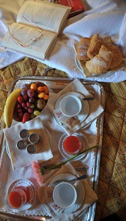 Breakfast in Bed, Corina, Italy