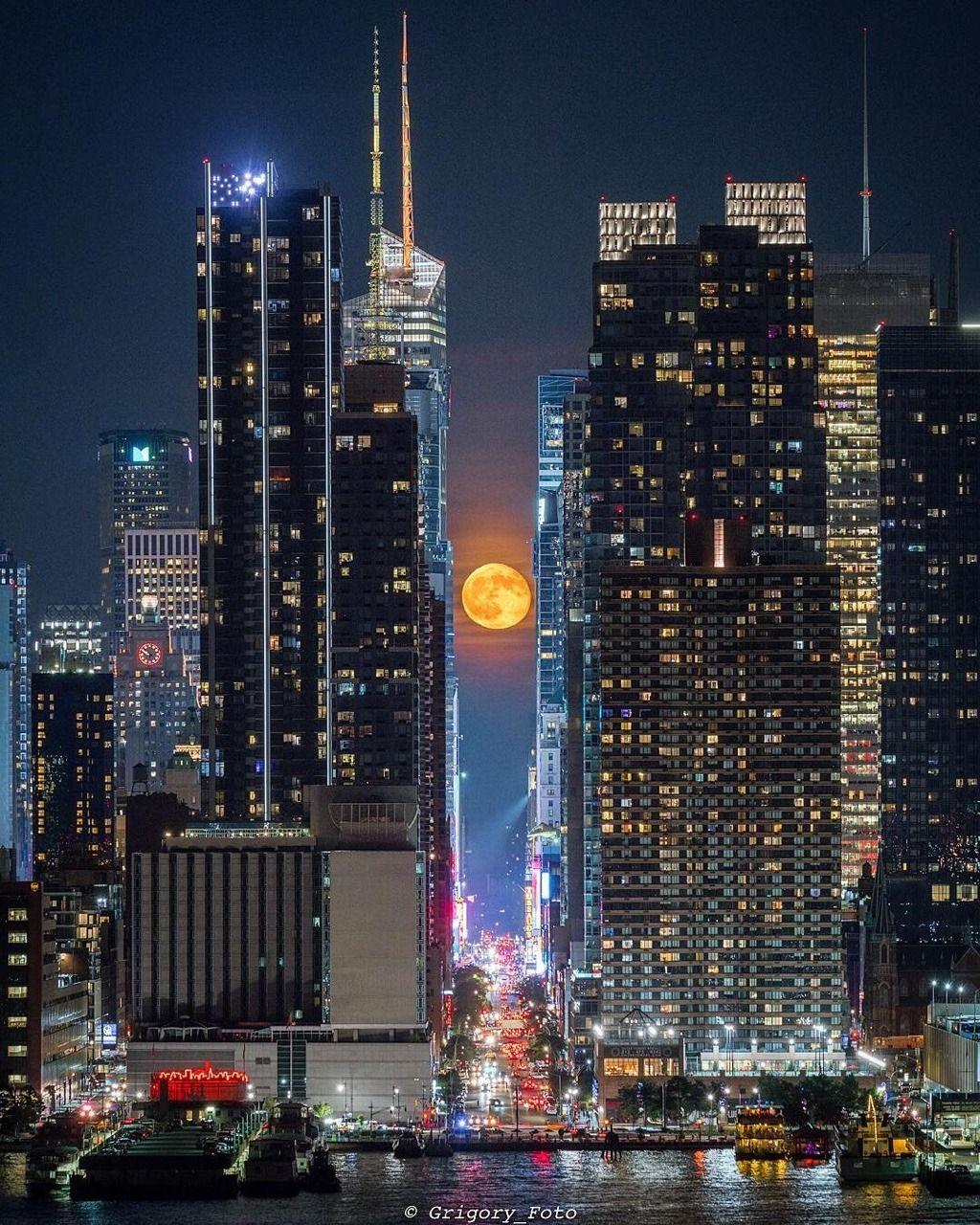 Moonhenge By Grigory Foto Nyc At Night New York City Night City