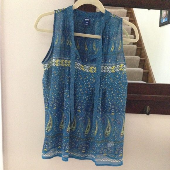 Old navy sheer tank Very beautiful, ties on the front also at top Old Navy Tops Tank Tops