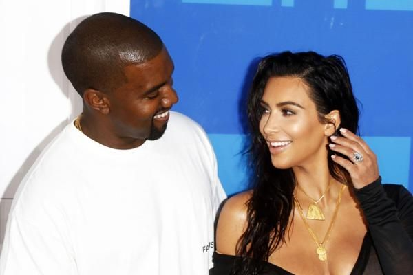 Kimye S Third Child Chicago Delivered By Surrogacy Know About The Surrogacy Agreement And Le Kim And Kanye Kim Kardashian And Kanye Kim Kardashian Kanye West
