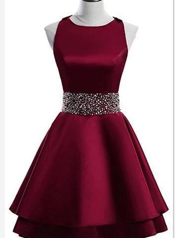 Dunkelrotes, kurzes, zweilagiges Kleid für die Heimkehr aus Satin, Partykleid mit O-Ausschnitt, kurzes, formelles Kleid - Ultimative Kollektionen von Kleidern | AlaydaAmara.ml #lacehomecomingdresses