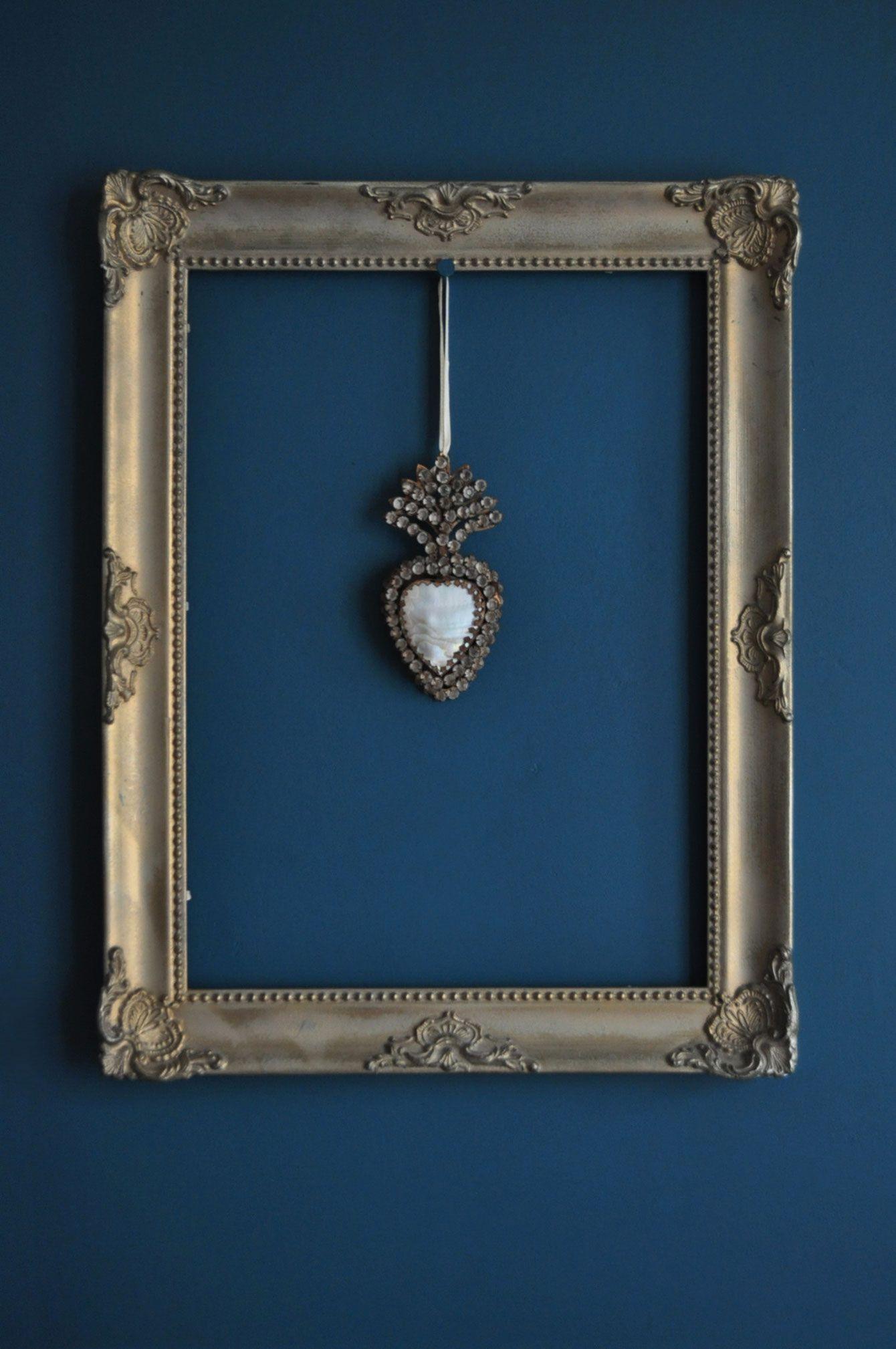 id e d co cadre moulur dor leroy merlin coeur ex voto mur bleu p trole murs de photos. Black Bedroom Furniture Sets. Home Design Ideas