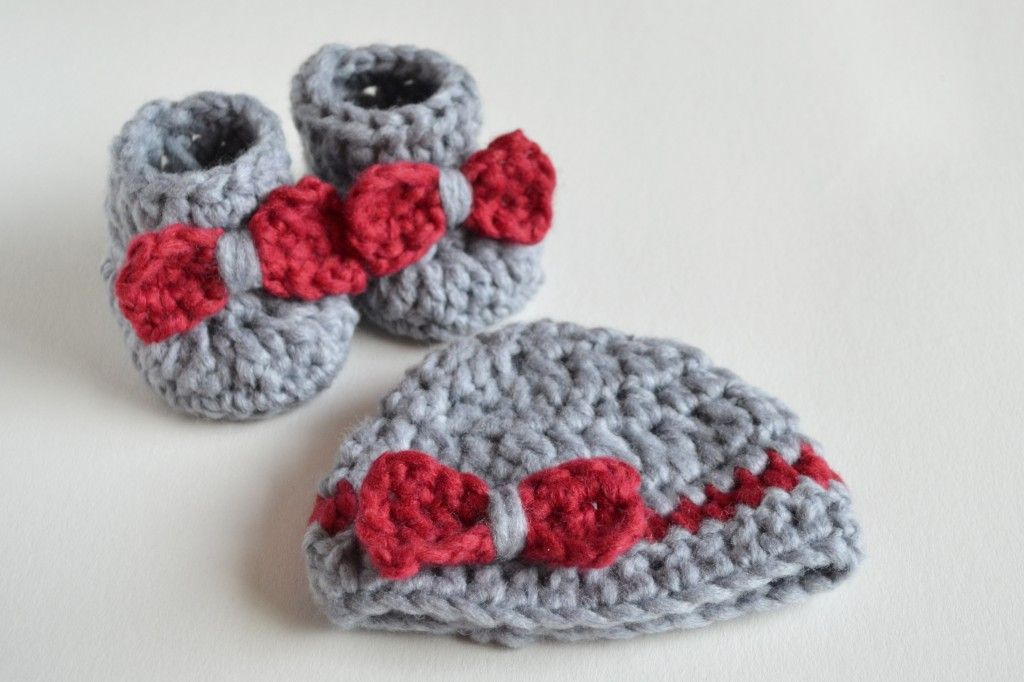 SO FLUFFY – Crochet Baby Booties and Beanie FREE | Croby Patterns