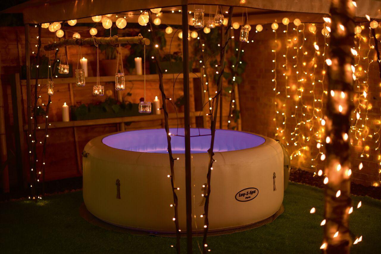 Wspólna Kąpiel To Idealny Pomysł Na Romantyczny Wieczór Umożliwi Wam Go Domowe Jacuzzi Kliknij W Zdjęcie A Dowies Hot Tub Room Hot Tub Garden Indoor Hot Tub