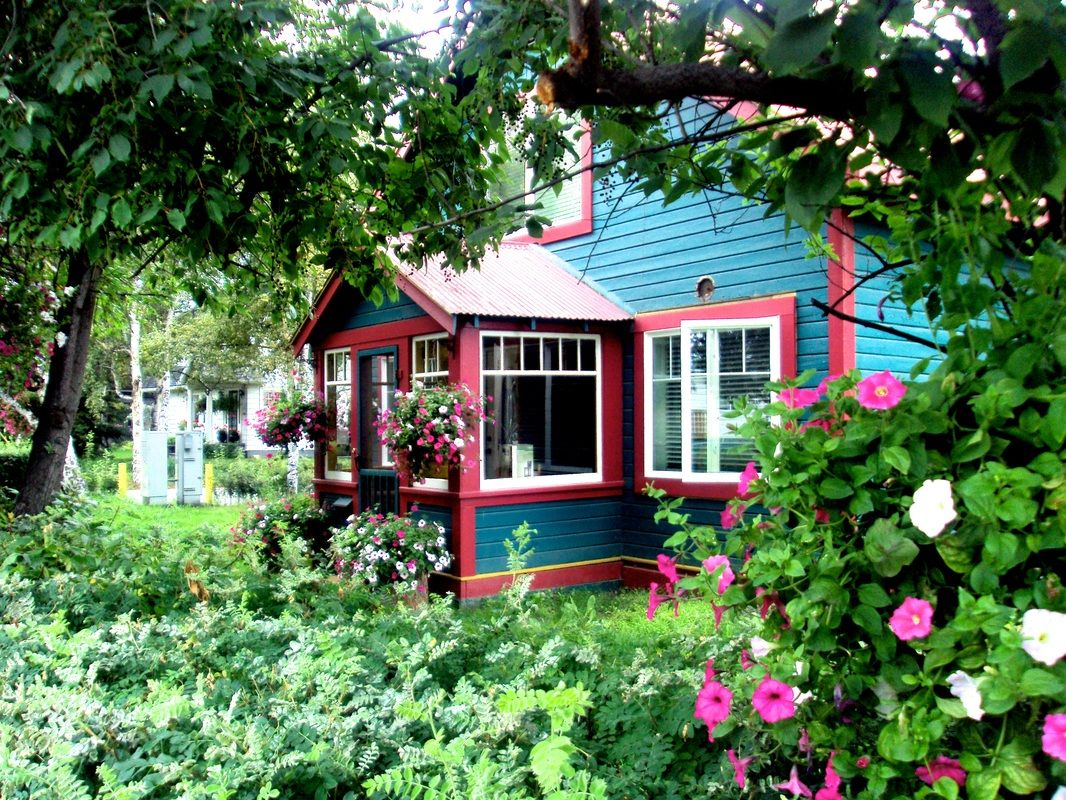 Ah, Rose MarieDowntown B&B. You'll love this quaint and delightful B&B named for your host's (John Davis) mother. It's right in the heart of Fairbanks and walking distance to many destinations.