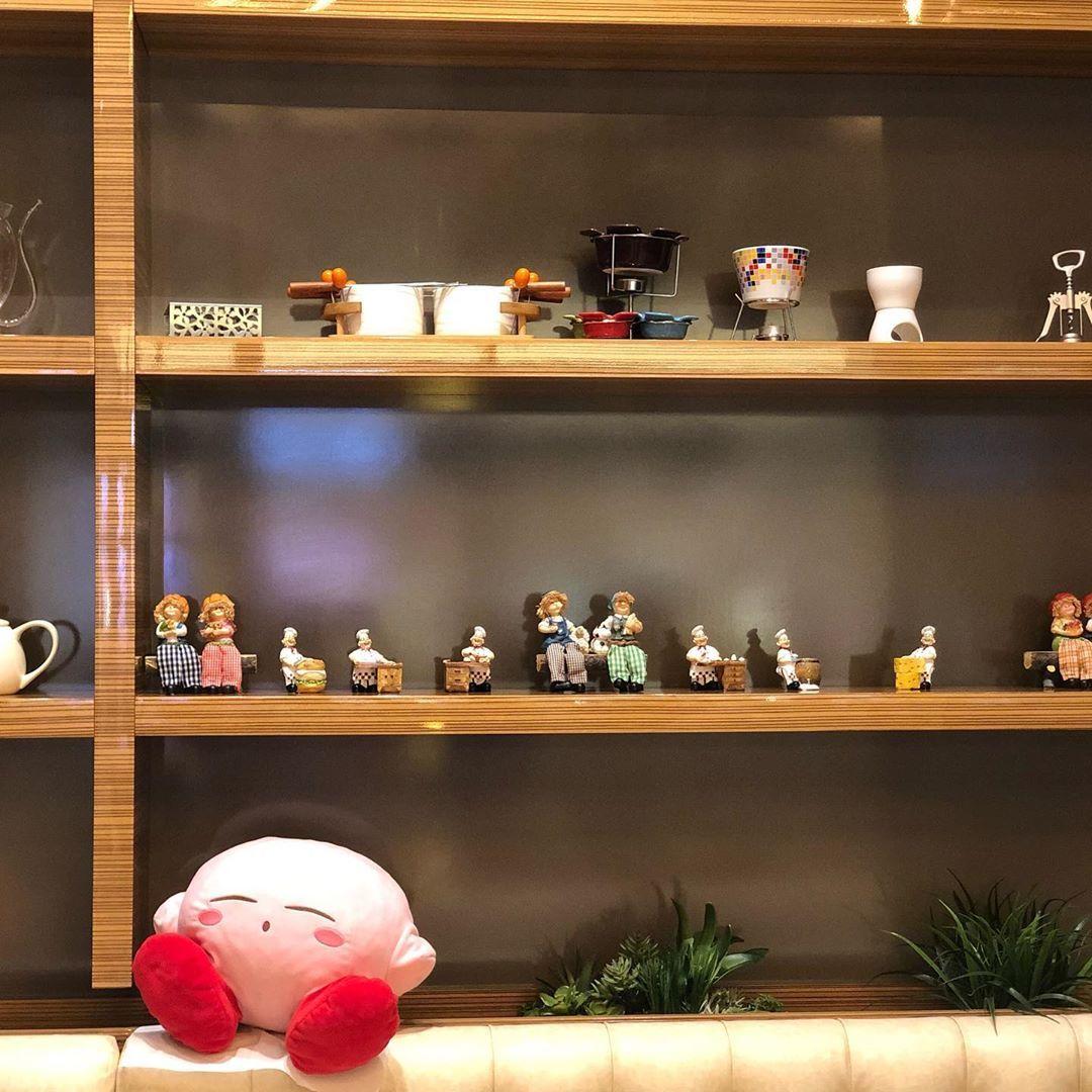 Kirby took kn the great atmosphere of @yummywafflecafe . . . . . #everydaydiarriz #diarriz #kirby #nintendokirby #nintendo #dailylife #diaries #kirbyfanart #kirbyart #kirbystarallies #kirbynintendo #kirbyadventure #lifewithkirby #sleepingkirby #uae #dubailife #uaelife #dubai #yummy #food #drinks #coffeelover #coffee #coffeetime #dessert #desserts #toystagram #plushiesofinstagram #toys #plushie