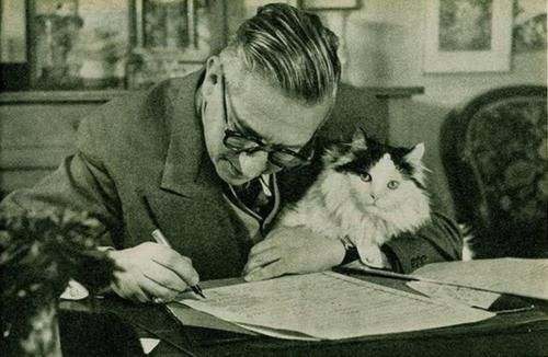 ipugva:  Jean-Paul Sartre and his existentialist kitty.  (via woodysblues)