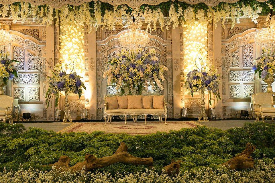 Javanese Fairy Tale Wedding Ala Byandra Dan Yadi Di Hotel Bidakara Afs 4106 Tempat Pernikahan Latar Belakang Pernikahan Dekorasi Pernikahan Tradisional