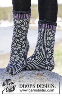 """Starry Night Socks - Strikkede DROPS sokker i """"Karisma"""" med nordisk mønster. Str 35-43. - Gratis oppskrift by DROPS Design"""