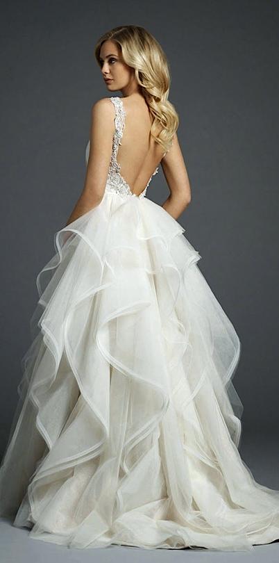 Pin von Az esküvőszerveződ auf Menyasszonyi ruhák / Bridal dresses ...