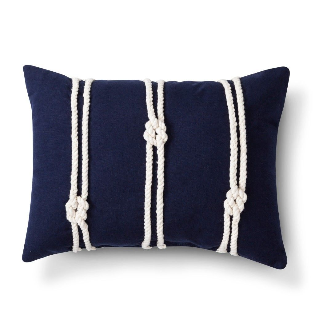 DIY: Nautical knots pillow #strandhuis Create your own copy of this nautical knots pillow using our 3 Strand Cotton rope. #strandhuis