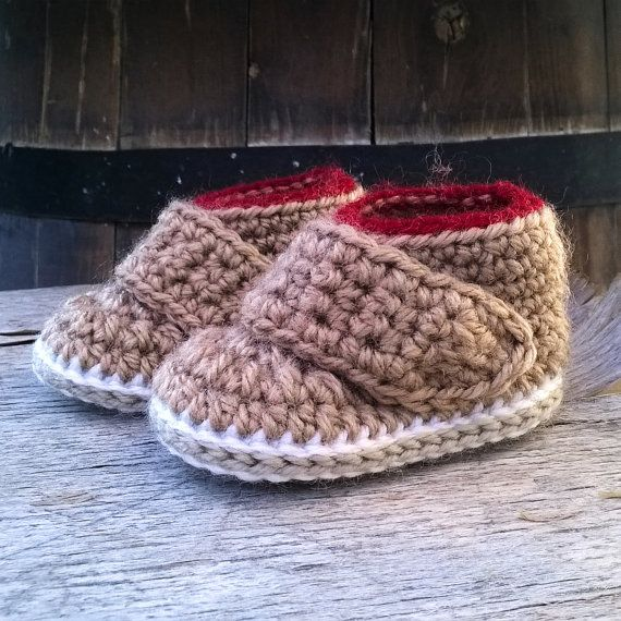 oOo___ Instant Download Pattern___oOo  This listing is for a PDF crochet pattern only and not the finished ítem.  You will receive elaborated written PDF in ENGLISH and SPANISH for crocheting this fashion baby booties.  This pattern is written in American terminology.  It is a step by step tutorial with almost 50 photos and clear instructions to make it easier. Skill level: Intermediate  Size: 0-3 months(approx 8.5cm/3.37in)  3-6 months(approx 9.5cm/3.75in)  6-9 months(approx 11cm/4.33in)…