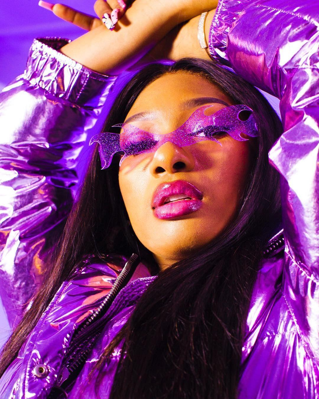 𝕸𝖚𝖓𝖆𝖈𝖍𝖎 𝕺𝖘𝖊𝖌𝖇𝖚 On Instagram Theestallion For Refinery29 Mua Mimiquiquine Hair A Dark Purple Aesthetic Purple Aesthetic Pastel Pink Aesthetic