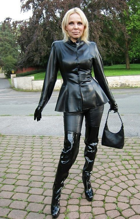 woman with boots pvc latex and leather fetish eroclubs.nl