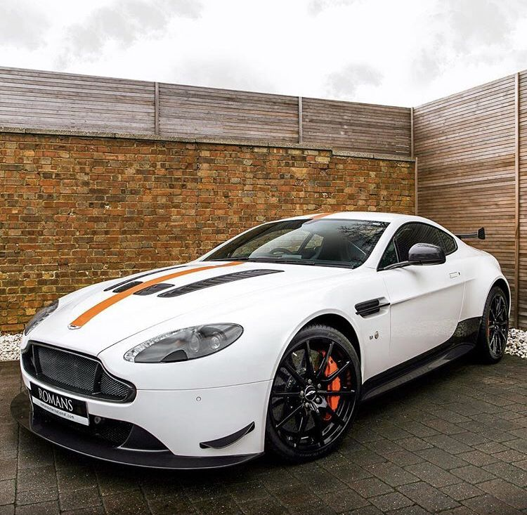 Aston Martin V12 Vantage: Aston Martin V12 Vantage
