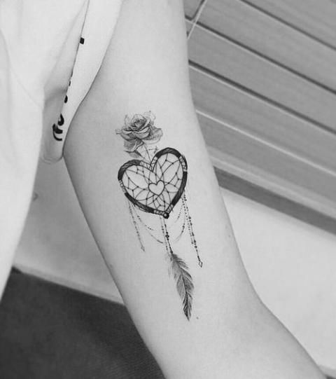 Tatouage : adoptez le motif plume ! #tattoosandbodyart