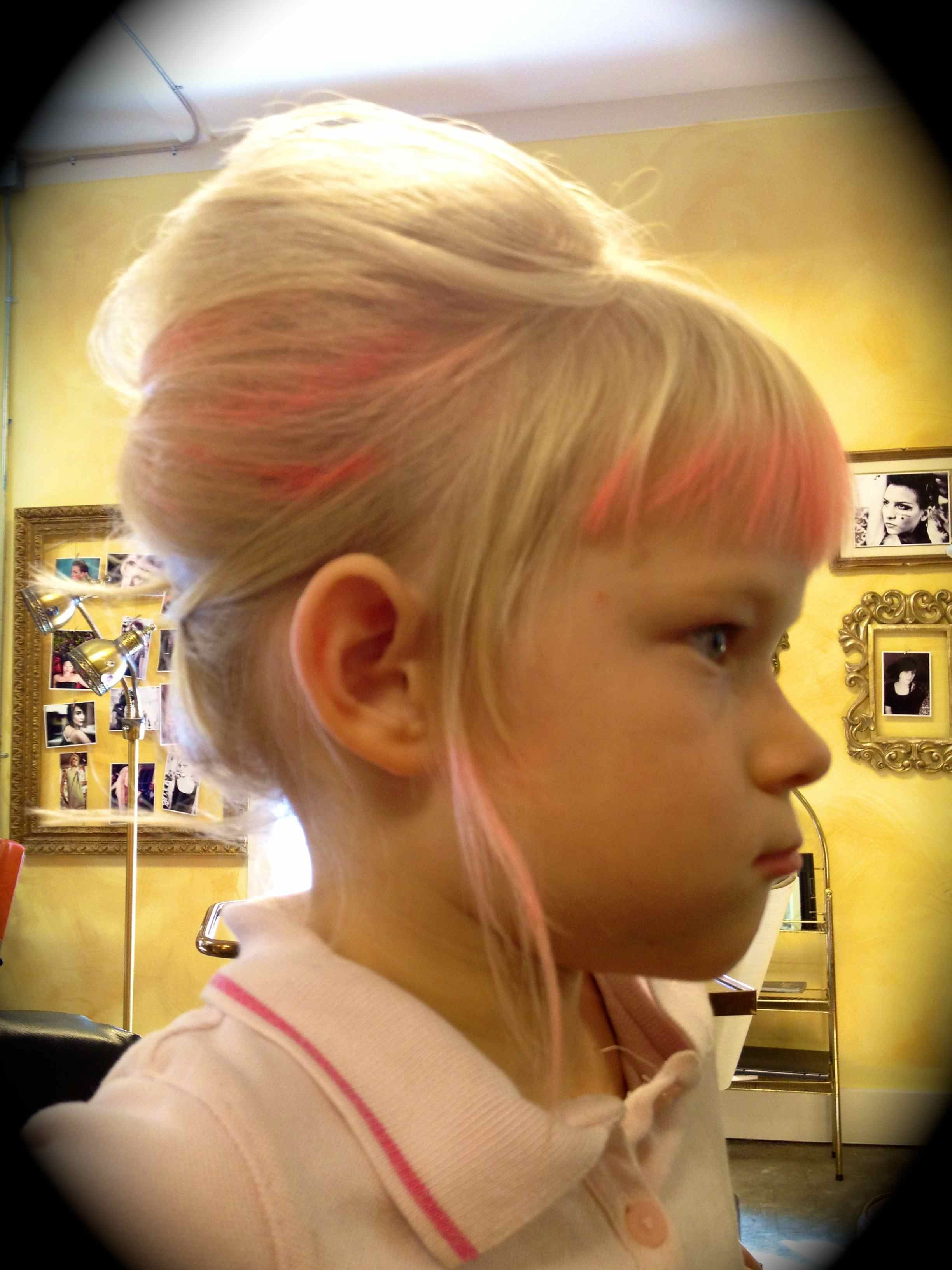 Little girl with a little beehive for more inspired diy hair www for more inspired diy hair howtohairgirl solutioingenieria Image collections