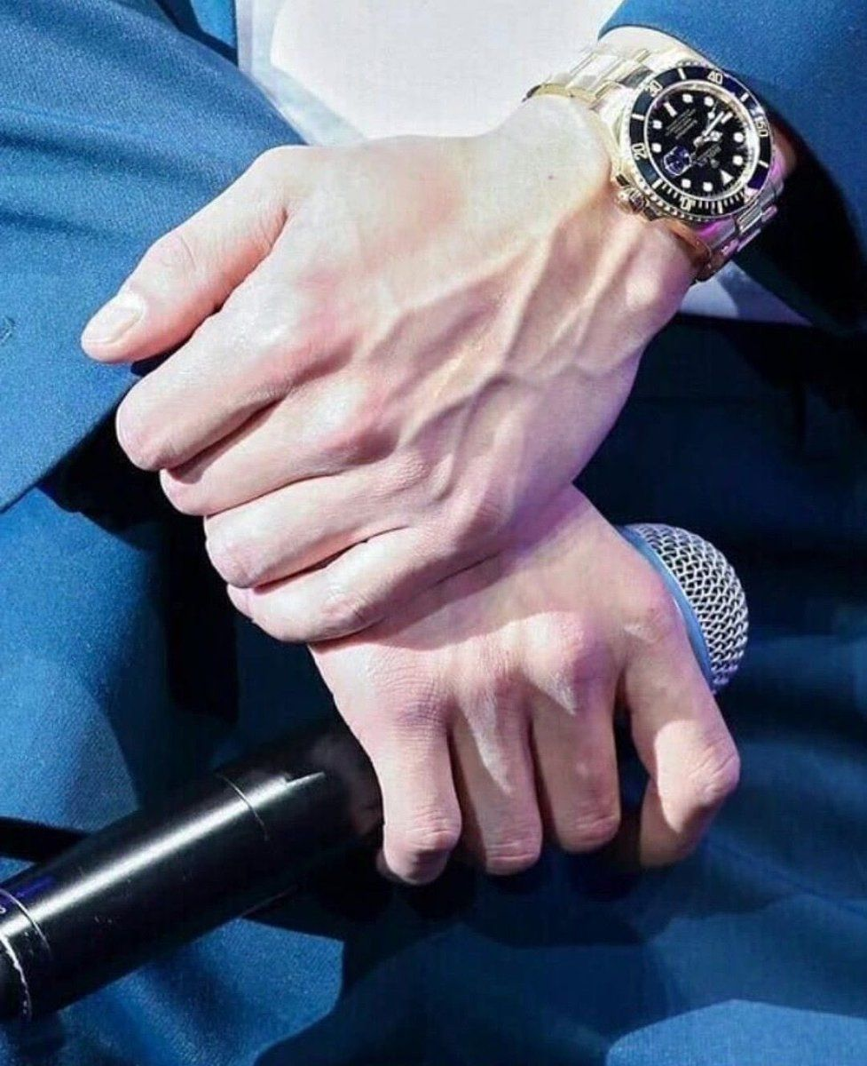 sally 开 KYUNGSOO FREEDOM on Twitter in 2021 | Hand choking neck drawing,  Hand photography, Hand veins