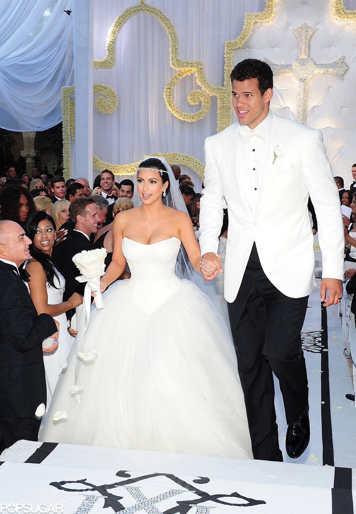 Kim And Kris Greeted Their Guests Before Kim Marries Kanye Take A Look Back At That Other Wedding She Had Kim Kardashian Wedding Dress Kim Kardashian Wedding Kardashian Wedding [ 2048 x 1421 Pixel ]