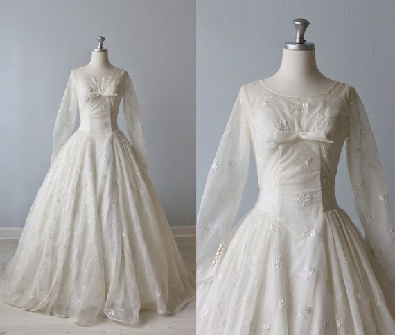 1950s Wedding Dress 1950s Lace Wedding Gown Eyelet Dress Organza Sara 1950s Wedding Dress Wedding Gowns Lace Wedding Gowns Vintage