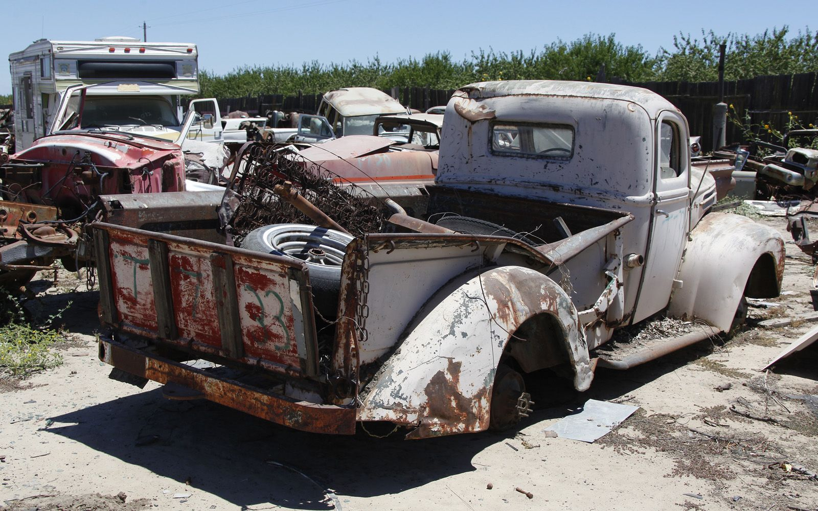 junkyard-vintage-cars-turners-auto-wrecking-fresno-california-203 ...